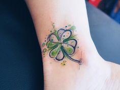 35 Artistic Shamrock and Four-Leaf Clover Tattoos - TattooBlend Four Leaf Clover Tattoo, Clover Tattoos, Irish Tattoos, Celtic Tattoos, Little Tattoos, Mini Tattoos, Tattoo Ireland, Cage Thoracique, Shamrock Tattoos