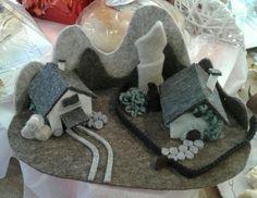 piccola fattoria con montagne in feltro - di Sara