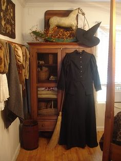 1840 Living's costume....I heart witches!