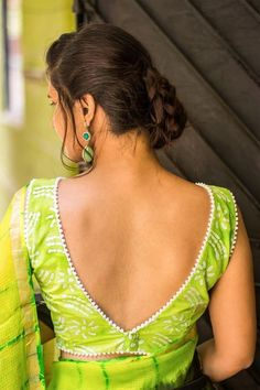 Looking for best green blouse designs for your sarees? Here are 17 chic models that can make your saree look super pretty and voguish.Try this deep V back blouse design. It's a sure shot win and can instantly up your fashion game. Blouse Back Neck Designs, Stylish Blouse Design, Choli Designs, Fancy Blouse Designs, Latest Blouse Designs, Saree Blouse Patterns, Designer Blouse Patterns, Designer Saree Blouses, Cotton Saree Blouse Designs