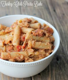 Weight watchers recipe Turkey Chili Pasta Bake Recipe. Healthy pasta recipe filled with ground turkey, whole grain noodles, and covered in a delicious lightened-up cheese tomato sauce. This fall recipe is perfect for chilly night when only comfort food will do.