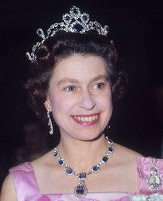 Queen Elizabeth wearing her Sapphire Parure with the (detachable) brooch on the necklace in 1969