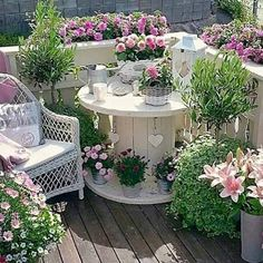 The BEST Garden Ideas and DIY Yard Projects! - Kitchen Fun With My 3 Sons Over 20 of the BEST Garden Ideas & DIY Yard Projects - everything from yard art, planters, garden stones, green houses, & more! Outdoor Planters, Outdoor Decor, Patio Plants, Rustic Outdoor, Back Gardens, Patio Gardens, Backyard Patio, Diy Patio, Flagstone Patio