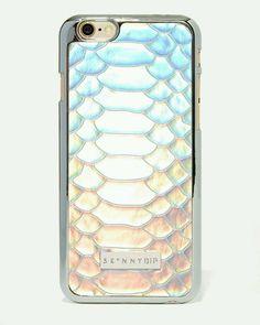 Second skin? Love this snake imitation  #snake #skin #leather #shiny #colours #colorfull #iphone #etui #phonecase #case