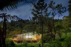 Brazil's Mororo House Combines a Transparent and Opaque Block