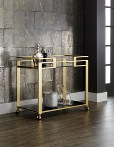 Bar cart ideas are so numerous, so diverse and without any doubt they are versatile and very practical. Thanks to their universal design, bar carts Bar Cart Styling, Bar Cart Decor, Deco Design, Küchen Design, Bar On Wheels, Vintage Bar Carts, Gold Home Accessories, Gold Bar Cart, Industrial Furniture