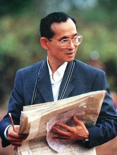 On the special occasion of His Majesty King Bhumibol Adulyadej birthday. King Rama 10, King Phumipol, King Of Kings, King Queen, King Thailand, Queen Sirikit, Banner Background Images, Background Patterns, Bhumibol Adulyadej