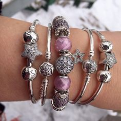 "959 mentions J'aime, 41 commentaires - Sarah (@sarinak23) sur Instagram : ""Feeling all shimmery with Pink Crystal Facets and sparkly stars. Another lovely, snowy day.…"""