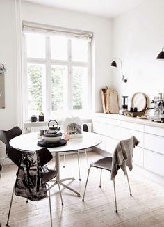 White scandinavian kitchen&dining area