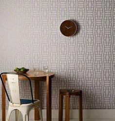 Inspirado no formato de uma cabeça de jacaré, o papel de parede da linhaMata é uma criação do arquiteto Marcelo Rosenbaum para a Bobinex.