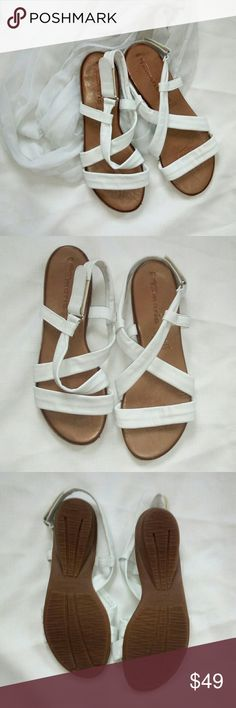Tamaris ~ Genuine Leather Sandals ~ w/free scarf TAMARIS - This brand can be found at Nordstrom Size 40 (US 10) Genuine Leather - because these are genuine leather, the straps will mold to your feet for the perfect comfortable fit. These are new - never worn Perfect for spring!  Free white infinity scarf comes with the shoes Tamaris Shoes Sandals