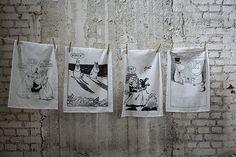 Moomin kitchen towels || Muumi-keittiöpyyhkeet Tove Jansson, Moomin, Marimekko, Kitchen Towels, Home Textile, Scandinavian, Reusable Tote Bags, Textiles, Fabric