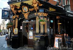 The Salisbury pub in London. I want to spend a sometime in London pubs listening to some amazing music!