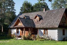 Zagroda Guciów czyli tęsknota za sielskim dzieciństwem : Weranda Country Wooden House, Cottage Homes, Traditional House, Interior Architecture, Beautiful Homes, Decoration, House Plans, Farmhouse, House Styles