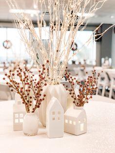 Christmas Vases, Cozy Christmas, Primitive Christmas, Christmas Centerpieces, Xmas Decorations, All Things Christmas, Christmas Crafts, Holiday Themes, Holiday Fun