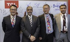 المهندس / محمد محمود العربى والأستاذ / محى العربى فى صورة تذكارية مع مسؤولى شركة TCL العالمية