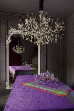 ..ein helles Krokusviolett kombiniert mit Pink und Senf, eine ganz neue Farbvariante mit großen Motiven,  inspiriert an der russischen Stickerei - Möge das Fest beginnen !