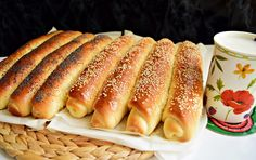 Când eram eu mai tinerică, se găsea la chioșcurile de pâine doar pâine proaspătă, din acea zi,foarte rar de două, maxim trei zile. La fel și astfel de batoane cu miere, mac și susan, pe care le adorau băieții mei. Acum, din păcate, le … Bread Recipes, Cookie Recipes, Romanian Food, Pastry And Bakery, Hot Dog Buns, Coco, Deserts, Food And Drink, Favorite Recipes