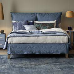 Il letto Fly ha una linea semplice arrotondata dal comfort estremo di due maxi cuscini come testiera. Ha la struttura ben sollevata da terra per consentire una facile pulizia | Disponibile nel nostro negozio online http://www.malfattistore.it/product/fly-2/ | #letto #camera #arredamentomoderno #malfattistore #shoponline