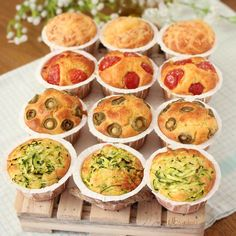 MUFFINS SALATI DA BUFFET   Fatto in casa da Benedetta Rossi Easy Appetizer Recipes, Best Appetizers, Healthy Recipes, Salty Foods, Styling A Buffet, Snacks Für Party, Holiday Desserts, Finger Foods, Food And Drink