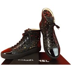 Pre-owned Chanel 14s Nib Laser Cut Patent Lth Flowers Cc Logo Hi Top... ($849) ❤ liked on Polyvore featuring shoes, sneakers, black, black evening shoes, black high top sneakers, black shoes, black patent shoes and chanel shoes