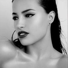 Beauty Center in der schweiz Age, Hoop Earrings, Make Up, Beauty, Jewelry, Confident Woman, Eyeshadows, Switzerland, Bijoux