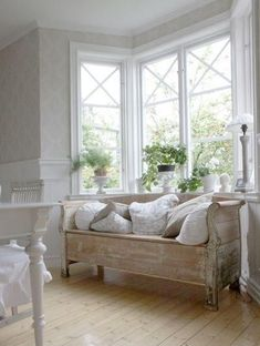 Swedish Decor Inspiration for Small Apartment - The Urban Interior - Maria H. - Swedish Decor Inspiration for Small Apartment - The Urban Interior - Cottage Shabby Chic, Home Interior, Interior Design, Swedish Decor, Swedish Style, French Style, Vibeke Design, White Rooms, Shabby Chic Furniture