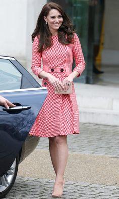 March 23, 2017 Estilo Kate Middleton, Kate Middleton Style, Princess Kate, Look Chic, Work Attire, Black Fascinator, Duchess Of Cambridge, Marie, Cool Style