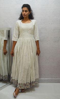 Churidar Designs, Kurta Designs Women, Designer Anarkali Dresses, Designer Dresses, Kalamkari Dresses, Frocks And Gowns, Kurta Neck Design, Lehnga Dress, Indian Gowns Dresses