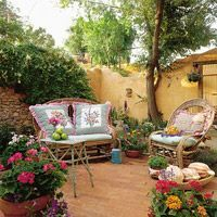 Solid wall, cute patio - also a good article on this link for the DIY wall #privacylandscape