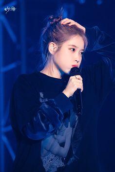 "IU 191102 ""Love Poem"" 2019 Tour Concert in Gwangju Day1"