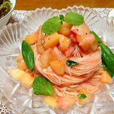 先輩が料理教室で習ったのを教えてもらいました(*^^*) - 8件のもぐもぐ - 桃とトマトの冷製カッペリーニ by yukichiaww