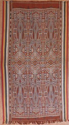 Borneo Serawak Warp ikat Pua (Iban Dayak, 1930's). Pusaka Collection of Indonesian Ikat * Textile 074 EXQUISITE !