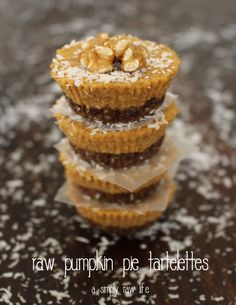 Get a free recipe! Raw Pumpkin Pie Tartelettes - A Simply Raw Life Raw Dessert Recipes, Raw Desserts, Raw Vegan Recipes, Cooking Recipes, No Bake Pumpkin Pie, Vegan Pumpkin Pie, Baked Pumpkin, Pumpkin Puree, My Favorite Food