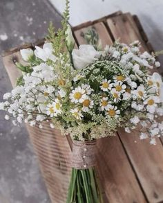 The hottest 7 spring wedding flowers for your big day - daisy . - wedding dress The hottest 7 spring wedding flowers for your big daisy day Always wanted to discover ways to knit, but not sure where t. Simple Wedding Bouquets, Spring Wedding Flowers, Rustic Wedding Flowers, Simple Weddings, Rustic Weddings, Wedding White, Daisy Bouquet Wedding, Rustic Bouquet, Spring Weddings