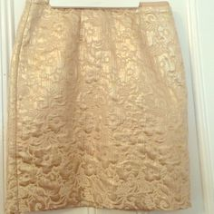 NWOT Ann Taylor loft gold shimmer flower skirt, ,8 Perfect condition!worn once. Price negotiable. Officially size 8 Ann Taylor Skirts Pencil