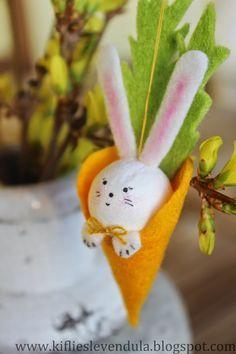 Pour un arbre de Pâques plein de douveur, chez KIFLI ES LEVENDULA Besoin de feutre ? ( ici ) + 20 IDÉES POUR PÂQUES