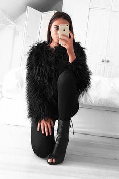 Marla Singer Outfit Coat Shades Skirt - Dizaster In A Halo Fur Fashion, Fashion Killa, Look Fashion, Fashion Outfits, Womens Fashion, Fashion Trends, Fashion Check, Sporty Fashion, Winter Trends