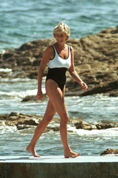 JULY 20 1987 - Diana wore a monochrome one-piece for a holiday in Saint-Tropez