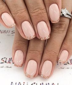 French nails create the visual effect of slender fingers. Now French nails have various color variations. Here we provide a variety of nails that are instantly elegant and make your hands look longer. Shellac Nail Designs, Gold Nail Designs, French Manicure Designs, French Tip Nails, Acrylic Nail Designs, French Tips, Nails Design, Acrylic Nails, French Manicures
