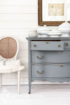 Say Hello to Aviary & dresser reveal - Miss Mustard Seed Farmhouse Paints Milk Paint Furniture, Furniture Projects, Furniture Makeover, Painted Furniture, Diy Projects, Unique Furniture, Repurposed Furniture, Shabby Chic Furniture, Diy Furniture