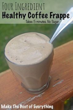 Four Ingredient Healthy Coffee Frappe without Sugar = No Afternoon Crash! If You're Looking for a Healthy, Light Frappe without Regrets (and without Most Flavor). Juice Smoothie, Smoothie Drinks, Healthy Smoothies, Healthy Drinks, Healthy Coffee Smoothie, Coffee Breakfast Smoothie, Healthy Iced Coffee, Coffee Smoothie Recipes, Nutrition Drinks