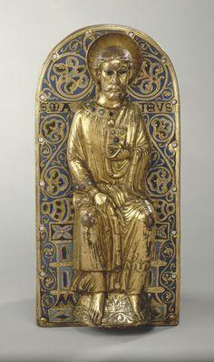Limoges  vers 1220 - 1230    Saint Matthieu   Provient de l'autel majeur de Grandmont  Cuivre repoussé, gravé et doré ; plaque de cuivre champlevé, émaillé et doré