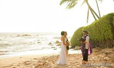 Couple Eloping in Maui, Hawaii. The perfect backdrop for a Hawaii elopement.