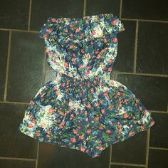 Papaya floral romper This sleeveless romper with elastic top and waste is so cute! The curved pockets with elastic draw as well add flare to this feminine outfit! No size tag will fit small or medium. Papaya Shorts