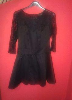 Kup mój przedmiot na #vintedpl http://www.vinted.pl/damska-odziez/krotkie-sukienki/9904926-czarna-rozkloszowana-sukienka-koronka-rekaw-34-m