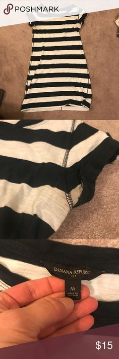 """Navy & white striped Banana Republic cotton dress Navy & white striped Banana Republic cotton dress. Light piling near low back and bum - not noticeable from afar. Slight discoloration on underarms shown in picture. I'm 5'3"""" and this fell right about 5"""" above my knees. Banana Republic Dresses Mini"""
