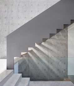 Modern Architecture Embracing Nature: Russet Residence by Slyce Design Details concrete Modern Architecture Embracing Nature: Russet Residence by Slyce Design Concrete Staircase, Stair Handrail, Floating Staircase, Concrete Wall, Railings, Interior Staircase, Modern Staircase, Staircase Design, Architecture Design