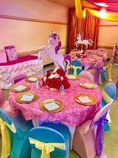 Party decor Carousel Birthday Parties, Carousel Party, Girl Birthday Decorations, Unicorn Birthday Parties, Baby Shower Unicornio, Kids Party Themes, Party Ideas, Rainbow Unicorn Party, Unicorn Baby Shower