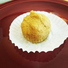 This is a very basic muffin recipe that has zero net carbs making it a perfect keto diet recipe! It is full of fiber because the main ingredient is oat High Protein Recipes, Protein Foods, Low Carb Recipes, Low Carb Bread, Keto Bread, Ripped Recipes, Keto Friendly Desserts, Fiber Foods, Muffin Recipes